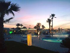 Sunset, swimming pool and a wonderful seaview: an incredible place for a wedding!  Une magnifique vue sur la mer, des piscines et le coucher du soleil: quoi de mieux pour votre mariage?