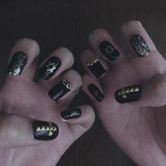 かっこいいのが欲しかったので作りました(^-^)/ #黒ネイル #ネイル #ネイルチップ #セルフネイル #病み #V系 #nail #selfnail #black #gold #gothic #punk #girl #love #instagood #me