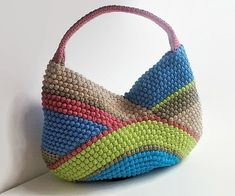 Excellent Images Crochet afghan multicolor Popular Crochet Bags Pattern Multi-color crochet bag Crochet pattern by isWoolish – This one of my favori Mochila Crochet, Bag Crochet, Crochet Shell Stitch, Crochet Handbags, Crochet Purses, Love Crochet, Crochet Yarn, Crocheted Bags, Crochet Purse Patterns