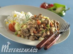 Zöldséges borjútokány recept Beef, Dishes, Food, Red Peppers, Plate, Tablewares, Meals, Tableware, Cutlery