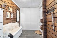 FINN – Trysilfjellet sør - Innholdsrik og flott tømmerhytte over 2 plan - Jacuzzi - Anneks - 6 soverom/2 bad - Badstue - Peis
