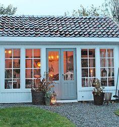 Ruskete høstvær ute men her inne er stemningen varm og god❤❤❤Nytt blogginnlegg ute nå New blogpost from our little house in our garden❤ #autumn #fallisfabulous #Høst #nyttblogginlägg #nyttbloggginnlegg #newontheblog #vibekedesign Small House Design, Deck Design, Swedish Farmhouse, Tiny Log Cabins, Sunroom Addition, Outdoor Rooms, Outdoor Decor, Outdoor Buildings, Vibeke Design