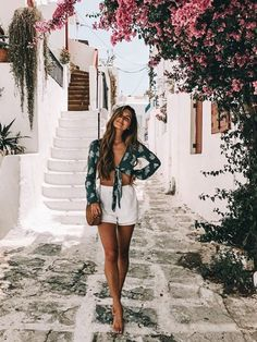 Outfits, spring style, cute vacation outfits, travel outfit summer, outfits f Best Outfit For Girl, Feminine Mode, Feminine Fashion, Trendy Fashion, Mens Fashion, Outfit Strand, Greece Outfit, Cool Summer Outfits, Casual Summer