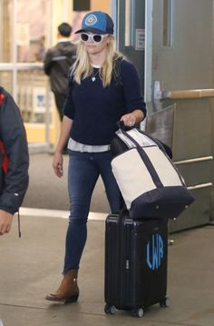 Reese Witherspoon at Vancouver International Airport 7/17/16