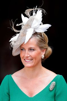 Royals have tapped talented milliners- from Viv Knowland to Philip Treacy- to create custom hats that sometimes resemble art more than hats. Here are some of the best hat, fascinator and caps throughout the history of royals. Royal Fashion, Emo Fashion, African Fashion, Fashion Ideas, Steampunk Fashion, Victorian Fashion, Gothic Fashion, Fascinator Hats, Fascinators