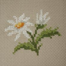 Small pattern of daisy flowers for cross stitch beginners. He loves me, he loves me not!