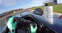 Así funciona y para esto sirven todos los botones de un volante de un F1