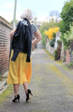 yellow 70s midi skirt and black court shoes
