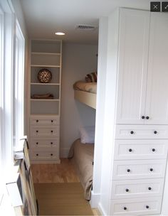 Small bedroom bunk bed. Great use of space!