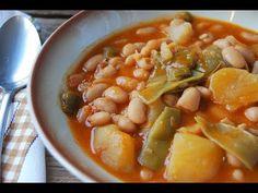 Potaje de alubias blancas un plato de legumbres de lo más completo, una receta casera, sencilla y económica para cualquier día de la semana y muy sabrosa. Black Eyed Peas, Vegan Vegetarian, Tapas, Curry, Beans, Food And Drink, Appetizers, Vegetables, Cooking