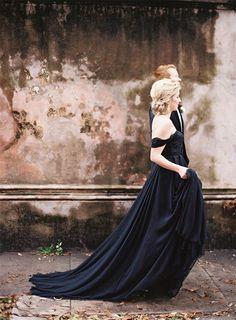Gothic Glamour - Elegant Halloween Wedding Inspiration in Black, Red & Gold Classy Halloween Wedding, Halloween Wedding Dresses, Cream Wedding Dresses, Black Wedding Gowns, Chic Halloween, Wedding Attire, Halloween Weddings, Black Weddings, Purple Wedding