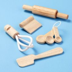 Non-Toxic Wooden Toys Kid's Kitchen Toys: Kids Wooden Baking Utensils Toy Play Set. Love the wooden bench scraper. Kids Play Kitchen, Toy Kitchen, Wooden Kitchen, Play Kitchens, Making Wooden Toys, Wooden Toys For Kids, Wooden Baby Toys, Kids Wood, Kids Gadgets
