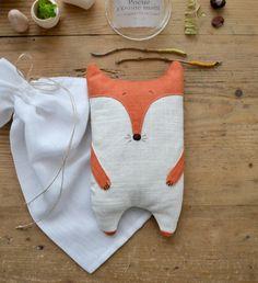 Bouillotte naturelle renard par Les Pommettes du chat-Garnie de graines de lin, elle diffuse une chaleur douce et apaisante-Coup de cœur chez Les bluettes!