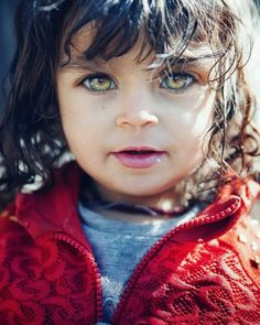 Beautiful Eyes Color, Pretty Eyes, Cool Eyes, Photography Women, Creative Photography, People With Green Eyes, Green Eyes Pop, Beautiful Children, Beautiful People