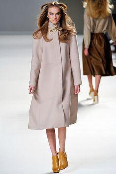 Chloé Fall 2010 Ready-to-Wear Fashion Show - Anabela Belikova (SILENT)