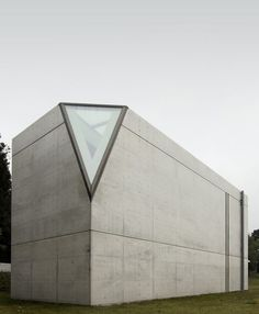 Tadao Ando: Museum of Light - Clavé Galerie / Hokuto, Japan Concrete Architecture, Japanese Architecture, Facade Architecture, Beautiful Architecture, Beautiful Buildings, Contemporary Architecture, Ancient Architecture, Sustainable Architecture, Landscape Architecture