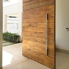"118 Likes, 20 Comments - Dora Lettieri + Projetos (@doralettieriprojetos) on Instagram: ""Porta de demolição by Rose Bueno  #portadedemolição #portas #madeira #wood #doralettieridesign…"""