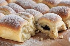 Nejlepší kynuté buchty | Apetitonline.cz Czech Desserts, No Cook Desserts, Low Carb Desserts, Dessert Recipes, Slovak Recipes, Czech Recipes, Hungarian Recipes, Low Carb Brasil, Just Bake