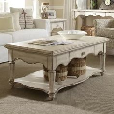 Farmhouse Coffee Tables! Discover the best farm home style coffee tables for your rustic living room.