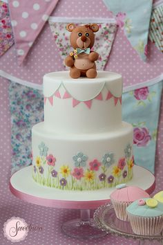 Baby Shower Cake. Bear and bunting cake. www.sweetnessonline.co.uk