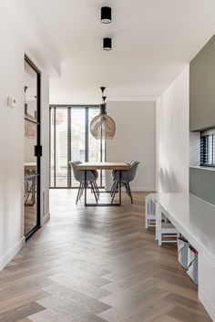 Lifs interieuradvies & styling www. Home Design, Dining Room Inspiration, Interior Design Inspiration, Small Living, Home And Living, European Home Decor, Detached House, Living Room Designs, Dining Room