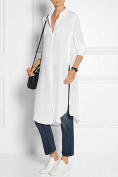 Многослойные решения – стильная обязанность гардероба каждой женщины, вне зависимости от возраста. Тренд юбка поверх брюк – изысканная трактовка многослойного решения, которая идеально подходит гардеробу женщины за 50. Можно не воспринимать тренд слишком буквально и заменить юбку на платье.