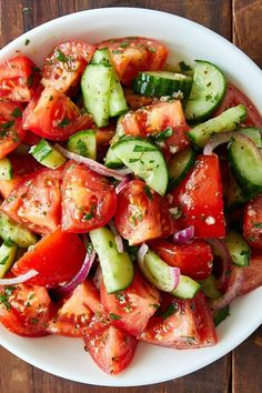 This Cucumber and Tomato Salad is so tasty that you will get immediately hooked. Once you try it, you will be making it again and again. | ifoodblogger.com Tasty Salad Recipes, Food Recipes Summer, Tomato Salad Recipes, Cucumber Tomato Salad, Cucumber Salad Vinegar, Vegetable Recipes, Vegetarian Recipes, Diet Recipes, Cooking Recipes