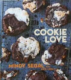 Cookie Love : more than 60 recipes and techniques for turning the ordinary into the extraordinary by Mindy Segal with Kate Leahy. A gorgeous cookie book! Hot Fudge, Milano Cookies, Best Cookies Ever, Chocolate Caliente, Hot Chocolate, Bacon Chocolate, Chocolate Dipped, Fudge Sauce, Fudge Frosting