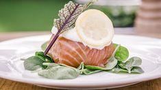 Zalmbuideltje met tartaar van zeebaars (bekijk video) - Vtm koken - Sofie in de keuken van ... Bart Kaëll en Luc Appermont !