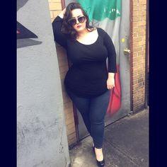 Street Snap, Italian Girls, Sunshine, Curvy, Flag, Peace, Street Style, Skirts, Model