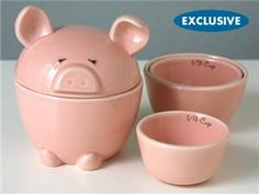 This Lil' Piggy Measuring Cups are sold via the Betty Crocker Store (online). Aren't these the cutest measuring cups?