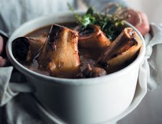 Beenmurg-en-vleis-kragsop - rooi rose Banting Recipes, South African Recipes, Our Daily Bread, Bone Broth, Healthy Eating Recipes, Moscow Mule Mugs, Low Carb, Tableware, Afrikaans