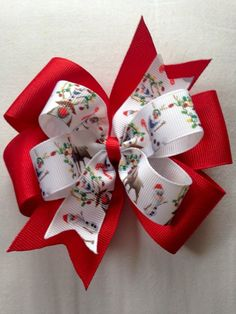 Best 12 This is a fun hair bow to celebrate the upcoming Holiday seasons. The printed grosgrain ribbon can be stacked on solid grosgrain ribbon of your choice. The hair bow measures approx 4 in width. This is a great, festive hair bow, perfect fo Big Hair Bows, Ribbon Hair Bows, Making Hair Bows, Ribbon Flower Tutorial, Hair Bow Tutorial, Bracelets Rainbow Loom, Loom Bracelets, Christmas Hair Bows, Boutique Hair Bows