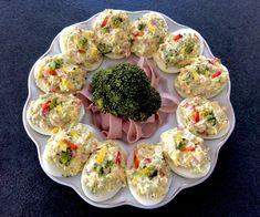 Brokułowe jajeczka faszerowane - Blog z apetytem Easter Recipes, Holiday Recipes, Polish Holidays, Cocktails, Drinks, Food And Drink, Appetizers, Tasty, Snacks