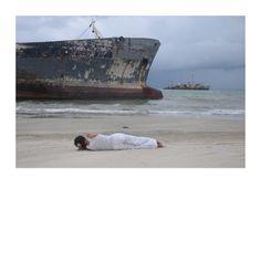 """MÓNICA DE MIRANDA - Falling, da Série """"Once Upon a Time"""", 2012. Impressão jacto de tinta de pigmento sobre papel fine art. 30 x 40 cm. Edição de 30 + 3 PA. A edição é acompanhada de Certificado de Autenticidade."""