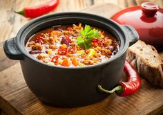 Senior men should aim to get 30 grams of fiber a day, and senior women should try to get at least 21 grams a day. Are you getting enough fiber? Check out these 4 tasty high-fiber meals to make sure you're getting enough.