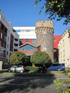Casa con torre, Colonia