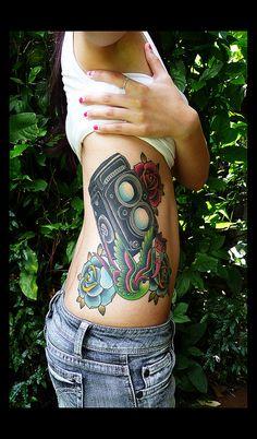 Vintage Camera and Roses Side Piece Dope Tattoos, Girly Tattoos, Dream Tattoos, Body Art Tattoos, Tatoos, Vintage Camera Tattoos, Camera Tattoo Design, Tattoo Designs, Tattoo Ideas