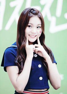 Happy birthday to Gfriend's Umji Birthday: August 1998 American age: 17 International age: 18 Kim Ye Won, Jung Eun Bi, Kpop, Hair Color, The Unit, Disney Princess, American, Hair Styles, August 19