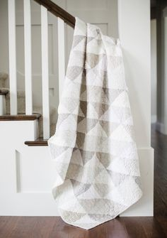 Sew Quilt Modern gray and white neutrals quilt - Modern gray and white half-square triangle quilt. Colchas Quilting, Quilting Projects, Quilting Designs, Modern Quilting, Quilting Ideas, Modern Quilt Patterns, Afghan Patterns, Crochet Patterns, Low Volume Quilt