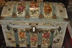 Painted Humpback Trunk - This is just breathtaking! Old Trunks, Vintage Trunks, Trunks And Chests, Antique Trunks, Decoupage Furniture, Painted Furniture, Diy Furniture, Trunk Makeover, Furniture Makeover