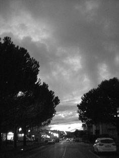 #Black&White #Sky Lungo la strada, all'imbrunire.
