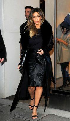 Kim Kardashian - Kim Kardashian Shops in Paris