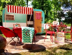 YES! blue & red. stripes & chevron. I will travel cross country in one of these. I will. watch me