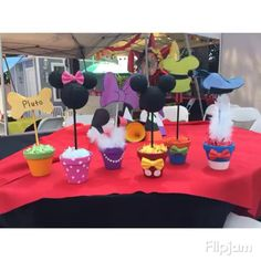 Mickey Mouse club house center pieces want to combined with the other centerpiece Bolo Mickey, Mickey Mouse Bday, Mickey Mouse Clubhouse Birthday Party, Mickey Mouse Parties, Mickey Party, Mickey Mouse Birthday, 3rd Birthday Parties, 2nd Birthday, Birthday Ideas