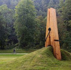 Clothespin Art - by artist Mehmet Ali Uysal. D'éco du parc de Chaudfontaine, Liège, belgique