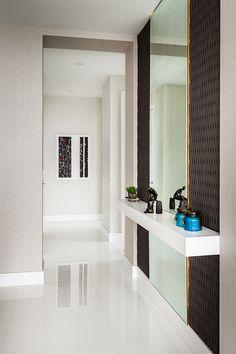 Contemporary apartment designed by KIS Interior Design situated in Miami, Florida, United States. Hallway Designs, Foyer Design, Entrance Design, House Design, Apartment Color Schemes, Apartment Design, Apartment Entrance, Contemporary Apartment, Interior Decorating