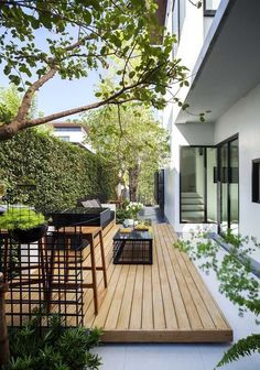 Find the most impressive and modern backyard exterior designs here. Find the most impressive and modern backyard exterior designs here. Small Backyard Gardens, Backyard Patio Designs, Small Backyard Landscaping, Modern Landscaping, Landscaping Ideas, Deck Patio, Low Deck Designs, Landscaping Borders, Garden Spaces