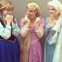 Anna, Rapunzel and Elsa! Three of my faves!!!! Could this pic be any more adorable?