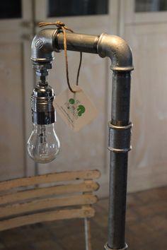 """Acqua & Luce Lampada """"abatjour"""" stile industrial fatta a mano e personalizzabile"""